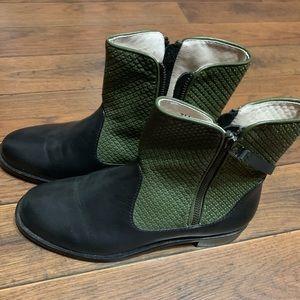 Matt Bernson black and green leather booties NWOT
